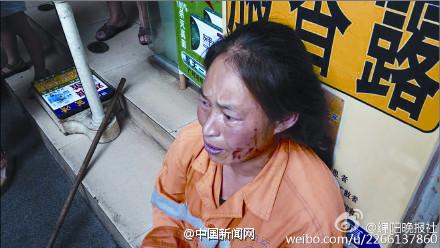 四川环卫工何大姐被酒店保洁员连打带骂