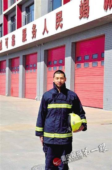 截至昨日15时,天津滨海爆炸事故共造成56人死亡,包括消防人员21人,其中就有一名重庆籍消防战士杨钢。