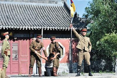 女主角跟随日军来到中国,亲眼目睹日本军人残害中国民众