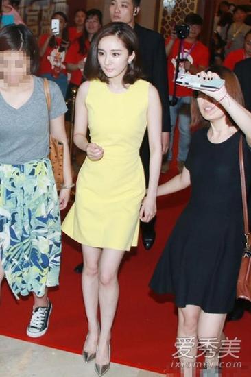 黄色修身连衣裙
