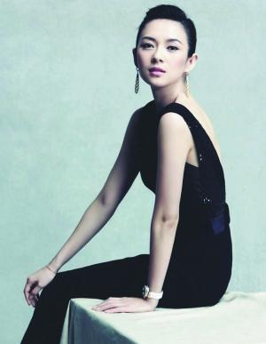 """章子怡常为时尚杂志拍摄写真,不料却被山寨蜡像""""黑""""了一把。"""