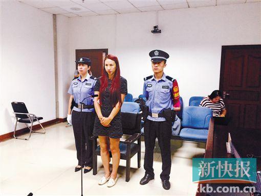 昨天上午,涉嫌故意伤害罪的闫某在北京通州法院受审。CFP供图