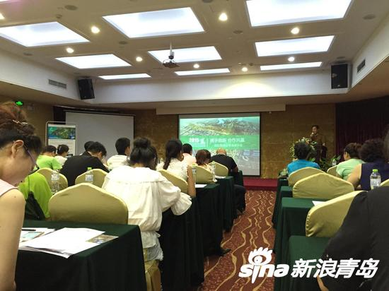 中国国际园林博览会是中国园林行业层次最高、规模最大、影响最远的国际性重大盛会,创办于1997年,由中国住建部与省(市、区)政府共同主办,会期通常为6个月。第十届园博会主题为绿色连接你我、园林融入生活,选址在武汉市张公堤城市森林公园核心区域,举办时间为2015年9月底至2016年4月,主办单位为住房城乡建设部和湖北省人民政府,承办单位为武汉市人民政府、湖北省住房城乡建设厅、中国风景园林学会、中国公园协会。   2015年,家门口的园博会将是什么样子?早在2013年3月29日记者从第十届中国(武汉)国