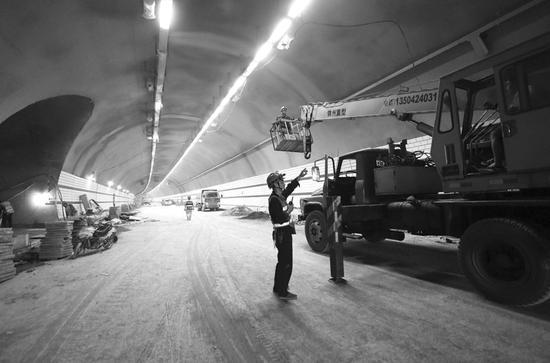 隧道后续剩余的各隧道洞口,隧道内水沟电缆槽,明洞衬砌,防火涂料,瓷砖图片