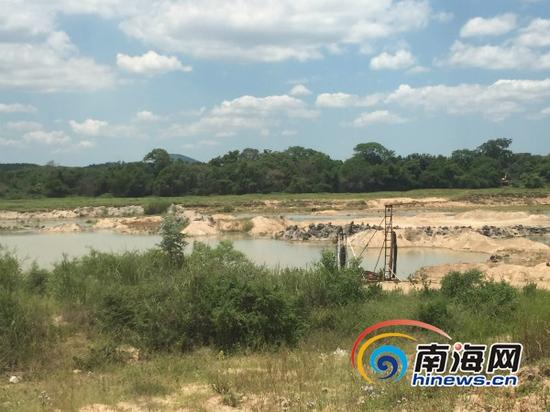 加乐村的珠碧江边上的非法采砂点(南海网记者高鹏摄)