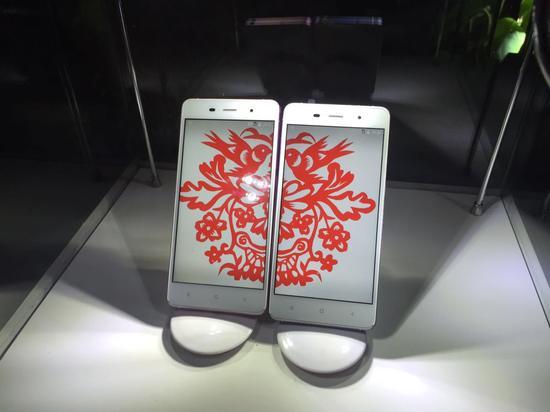 葫芦情侣手机七夕发布 成对售卖价格3499元|葫