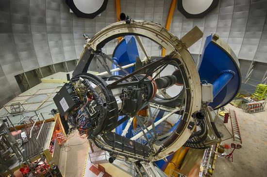 """安装在泛美天文台4米口径布兰科望远镜上的""""暗能量相机"""""""