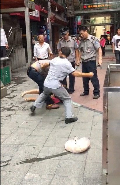 重庆送菜夫妇因上观光电梯被保安围殴
