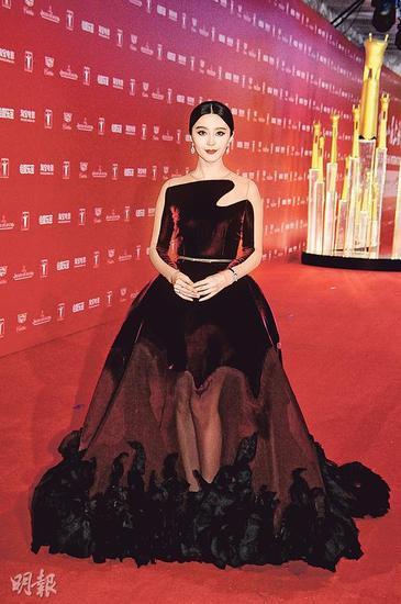 范冰冰打进《福布斯》年度最高收入女星排行榜第四位,是唯一亚洲女星上榜,十分威风。