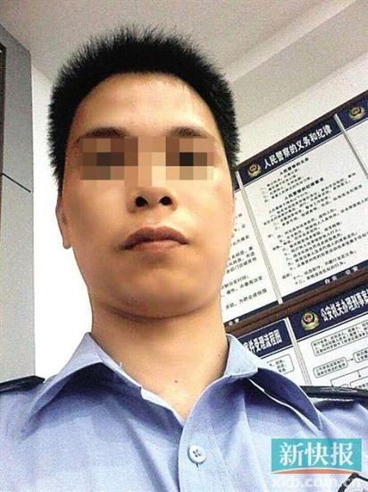 涉案男子身穿疑似警服的照片。 受访者供图