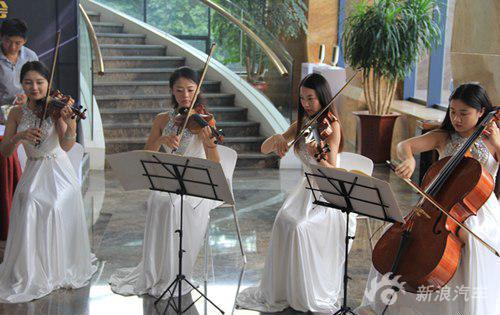 优美的大小提琴合奏-东风日产团购会完美落幕 送礼未完待续