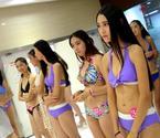 高三艺考女生穿泳装