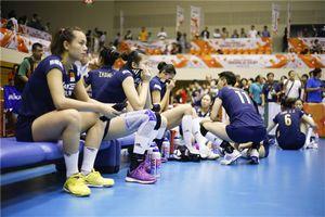 中国女排被压力束缚0-3不敌美国 世界杯首遭败绩