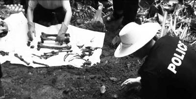 挖掘尸骨(警方供图)