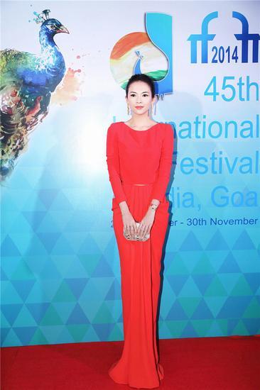大红色裙子的搭配