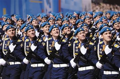 5月9日,俄罗斯在莫斯科红场举行阅兵式。昨日,国新办召开发布会确认,俄罗斯等11个国家将派方队来华参加阅兵。图/CFP