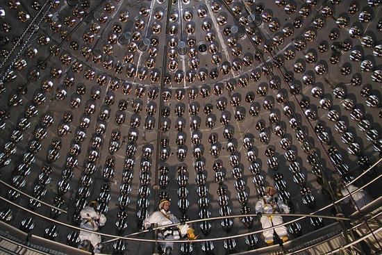 意大利格兰萨索国家实验室坐落于亚平宁山脉地下大约1.5公里,这里安装了一台Borexino中微子探测器。科学家们在这里开展对中微子的研究工作
