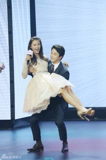 8月25日,由郭在容监制,张林子执导,张雨绮、权相佑、霍建华、施予斐主演的爱情喜剧《情敌蜜月》在北京举行了首映发布会。夏祺/摄影