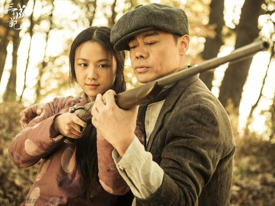 刘青云教汤唯打鸟枪