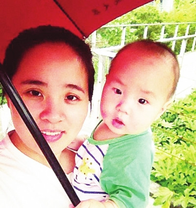 杨忠琴现在已是一个1岁孩子的妈妈。(图由杨忠琴提供)