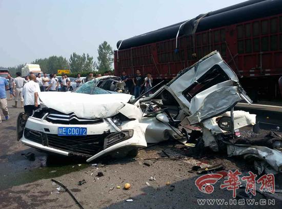 陕西高速公路8车连撞致2人死亡(组图)
