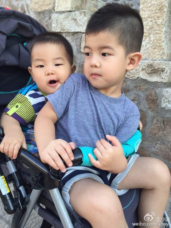 两个儿子好可爱