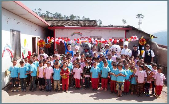 索玛花爱心小学的孩子们