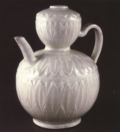 图5,北宋定窑刻花花卉纹葫芦形执壶,高22厘米,大英博物馆藏