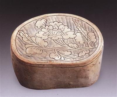 图1,北宋磁州窑刻划花花卉纹枕