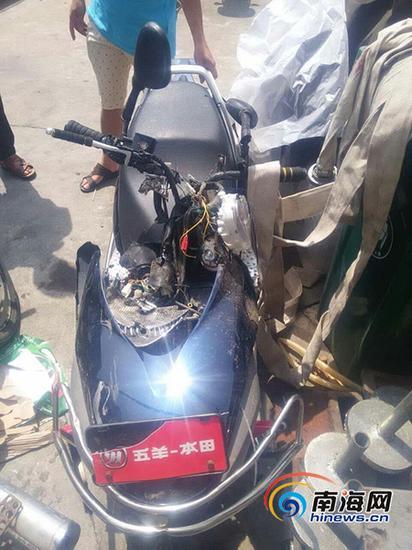 被撞毁的摩托车(家属供图)