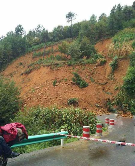 暴雨致多地发生地质灾害