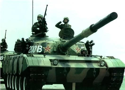 参与1999年阅兵式的96式坦克