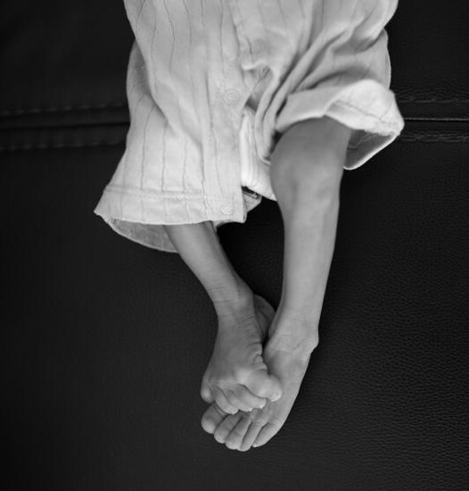 身患怪病的龙龙出生时的体重为7斤2两,7个月过去,他的体重仍为7斤2两
