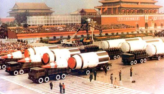 1984年压轴出场的东风5洲际弹道导弹