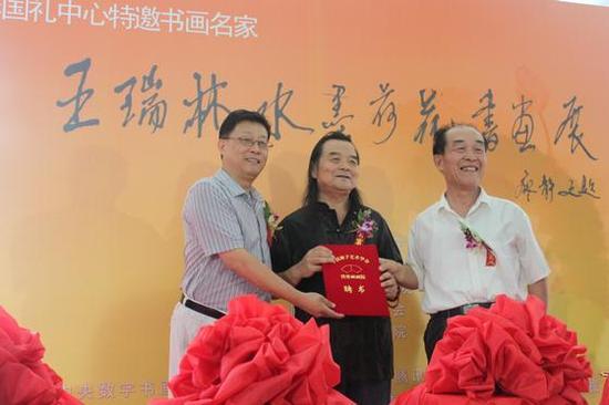王瑞林受聘为中国扇子艺术协会墨骨画画院副院长