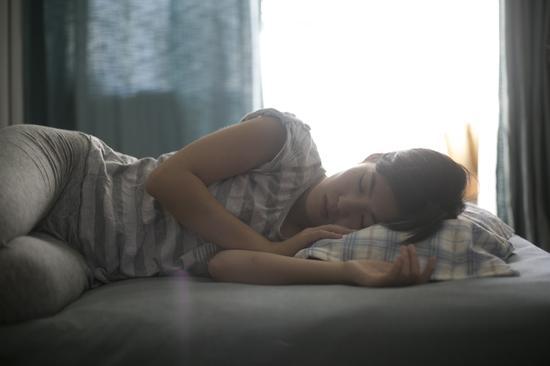 阿培从4岁起便经常在白天犯困,一天可以睡上15个小时