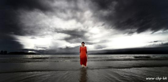 痛苦的初始源头——光明,静静的海面。(图:佛教摄影论坛)