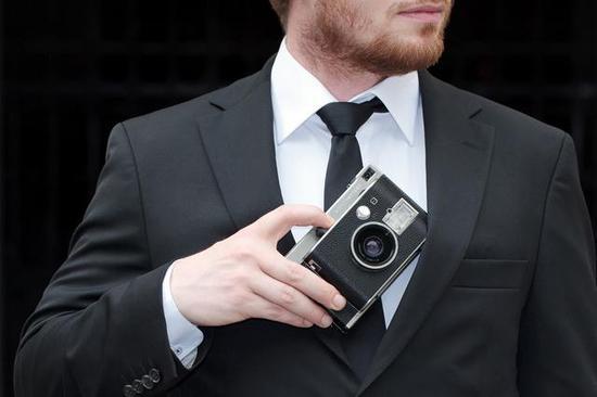 文青最爱 皮革搭配金属的拍立得相机