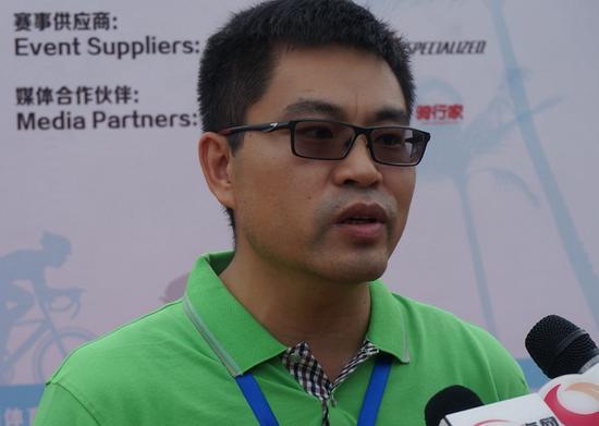 琼中黎族苗族自治县副县长冷毅接受采访