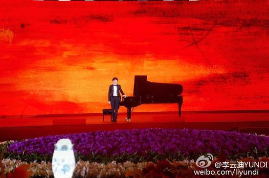 李云迪在迎宾国宴上演奏