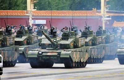 新型坦克方队位列装备方队之首,是唯一呈箭形通过天安门的方队。这是99A式坦克参加预演(8月23日摄)。新华社记者 李刚 摄