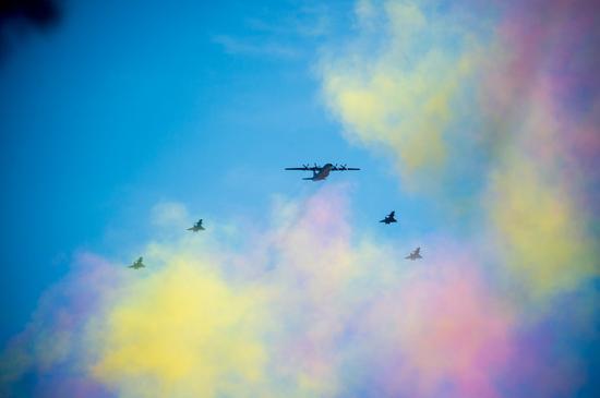 9月3日,预警机飞机梯队接受检阅。