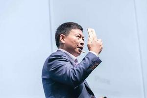 余承东:华为冲高端三星承压 手表年内国内上市
