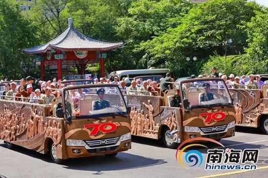 海南老兵乘坐阅兵车。(摄影师苏德超 供图)