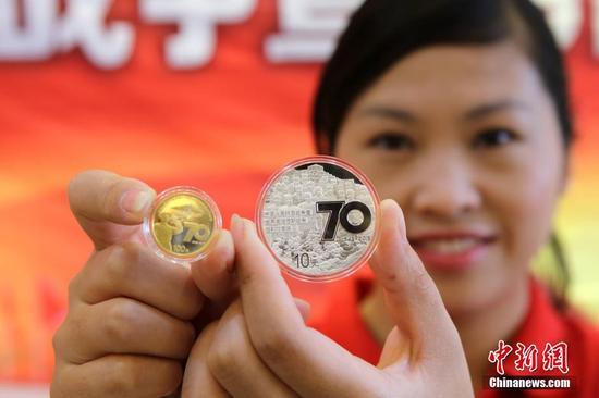 抗戰勝利70週年金銀紀念幣亮相
