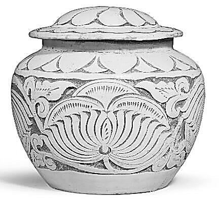磁州窑白釉刻缠枝牡丹纹盖罐