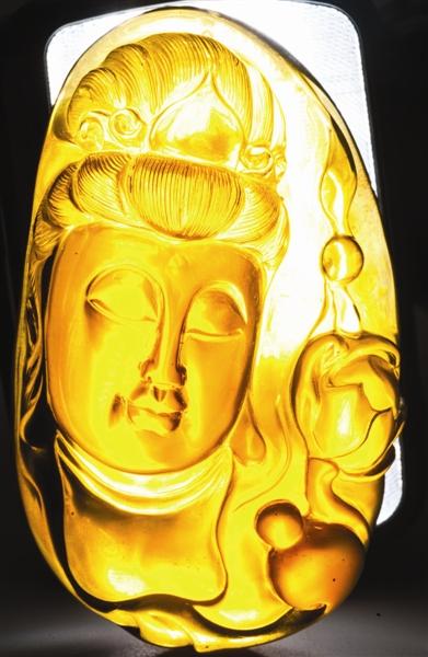 金棕琥珀观音雕件