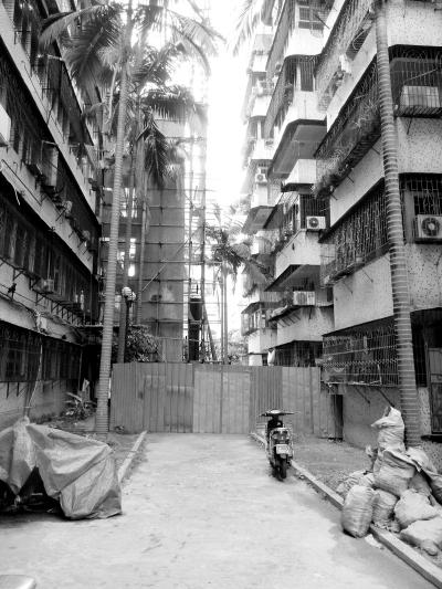 海师大怡园15栋正在加装外挂电梯