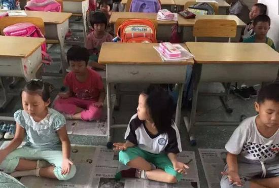 小学生用打坐代替午睡 校长自称已练20年