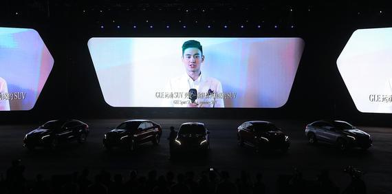 """泳坛新星宁泽涛""""隔空现身""""诠释GLE运动SUV的动感天性"""